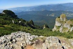 Paisagem da montanha Montanhas de Ceahlau, Carpathians orientais, Roma imagem de stock