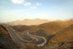 Paisagem da montanha na estrada fotografia de stock