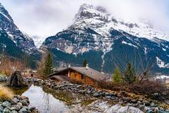 Paisagem da montanha da neve de cumes suíços na mola adiantada Imagens de Stock
