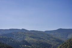 Paisagem da montanha no céu do amanhecer com nuvens Fotos de Stock