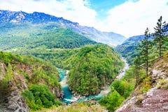 Paisagem da montanha Tara River Canyon, parque nacional de Durmitor, Montenegro imagem de stock