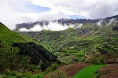 Paisagem da montanha, Topojan, Albânia do norte imagens de stock