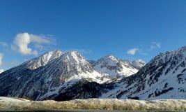Paisagem da neve com um céu azul Foto de Stock Royalty Free