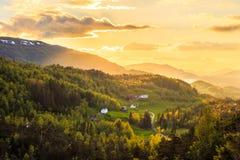 Paisagem da noite atrasada em Noruega fotos de stock