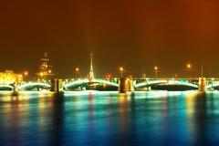 Paisagem da noite com uma ponte Imagens de Stock Royalty Free