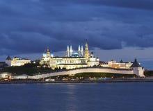 Paisagem da noite com uma vista no Kremlin na cidade Kazan, Rússia Fotos de Stock Royalty Free