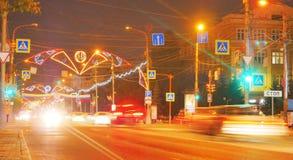Paisagem da noite da cidade com uma estrada Foto de Stock Royalty Free