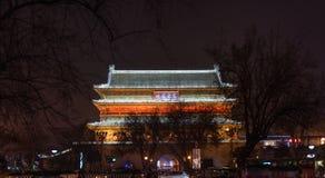 Paisagem da noite da torre antiga do cilindro de Xian imagens de stock