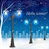 Paisagem da noite do inverno com postes de luz do vintage Imagens de Stock
