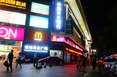 A paisagem da noite no campo do quadrado comercial Imagens de Stock