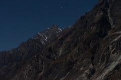 Paisagem da noite no passeio na montanha do vale de Langtand Fotografia de Stock Royalty Free