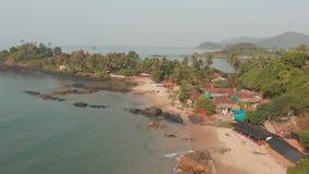 Paisagem da opinião aérea da praia de Pathem da beleza, estado de Goa na Índia video estoque