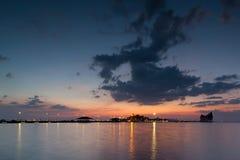 Paisagem da ponte ao porto e ao por do sol Fotos de Stock Royalty Free