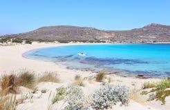 Paisagem da praia Peloponnese Grécia de Elafonisos foto de stock