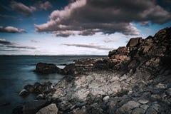 Paisagem da praia rochosa de Arild Foto de Stock