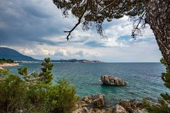 Paisagem da primavera da baía de Kotor, Montenegro foto de stock