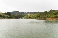 Paisagem da represa de Guatape em Antioquia imagem de stock royalty free