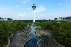Paisagem da torre de controlo do aeroporto Fotografia de Stock Royalty Free
