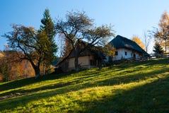 Paisagem da vila em Romania foto de stock