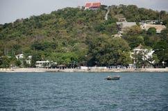 A paisagem da vista de Laem thaen a praia cênico a de Bangsaen da vigia em Chon Buri, Tailândia imagens de stock