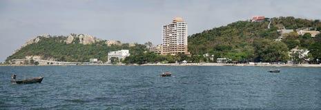 A paisagem da vista de Laem thaen a praia cênico a de Bangsaen da vigia em Chon Buri, Tailândia imagem de stock