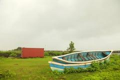 Paisagem das cordilheiras de Ghats ocidental no estado de Maharashtra perto da represa do wakanda na Índia imagens de stock royalty free