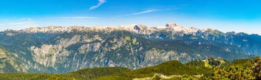 Paisagem das montanhas de Triglav e de Eslovênia de Vogel Vista dos cumes julianos os mais grandes de Eslovênia Curso e caminhada fotografia de stock royalty free