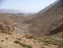 Paisagem das montanhas do atlas em Maroc com os traços de um rio Fotos de Stock Royalty Free