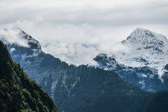 Paisagem das montanhas dos cumes imagens de stock
