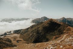 Paisagem das montanhas Montanhas nas nuvens Fotos de Stock