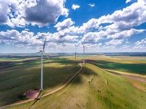 Paisagem das turbinas de vento Fotografia de Stock Royalty Free