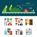 Paisagem de acampamento infographic e ajustada de símbolos e de ícones de acampamento do equipamento Imagens de Stock Royalty Free