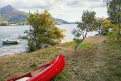 Paisagem de Autumn Mediterranean Montenegro, costa da baía de Kotor fotografia de stock