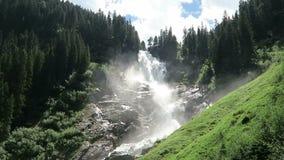 Paisagem de cachoeiras de Krimml em Pinzgau, terra de Salzburger em Áustria video estoque