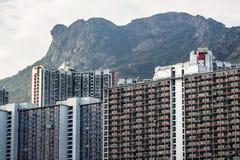 Paisagem de Hong Kong Housing sob Lion Rock imagem de stock