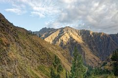 Paisagem de Junin com montanhas e o céu azul, peru fotografia de stock