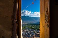 Paisagem de Leh e montanha ao redor no distrito de Leh, Ladakh, no estado indiano norte de Jammu e Caxemira imagem de stock royalty free