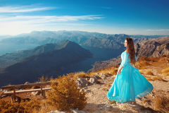 A paisagem de Montenegro acima do cume da montanha e Kotor latem Beautif Fotografia de Stock Royalty Free