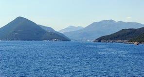 Paisagem de montes de Montenegrian no beira-mar Imagem de Stock