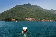 Paisagem de Sunny Mediterranean Montenegro, baía de Kotor foto de stock royalty free