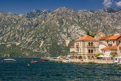 Paisagem de Sunny Mediterranean Montenegro, baía de Kotor imagens de stock royalty free