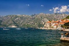 Paisagem de Sunny Mediterranean Montenegro, baía de Kotor foto de stock