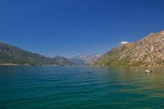 Paisagem de Sunny Mediterranean Montenegro, baía de Kotor imagens de stock