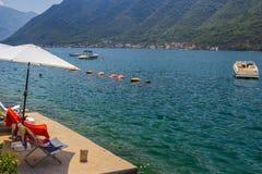 Paisagem de Sunny Mediterranean Montenegro, ba?a de Kotor fotografia de stock royalty free