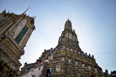 Paisagem de Tailândia: Wat Arun Temple do alvorecer imagem de stock