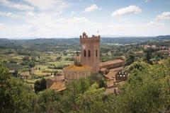 Paisagem de Tuscan com a catedral em San Miniato, Itália Imagem de Stock