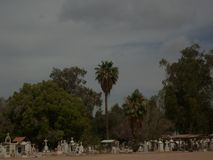 A paisagem de um cemitério imagens de stock royalty free