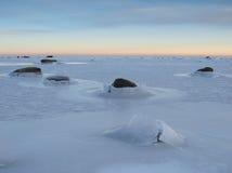 Paisagem de um mar congelado Fotos de Stock Royalty Free