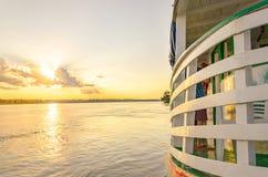 Paisagem de um passeio tradicional e clássico do barco em Rio Madeira Imagem de Stock Royalty Free