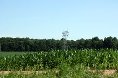 Paisagem de um polo de telefone do metal no Condado de Lancaster, Pensilvânia fotos de stock royalty free
